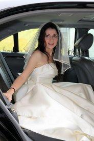 wypożyczonym samochodem na wesele